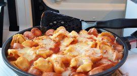 Ravioli med tomatsaus og pølser