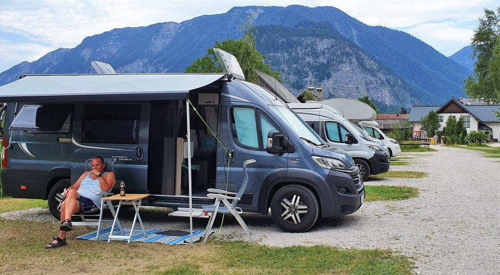 Campi ng i Hallstatt - med utsikt til alpene