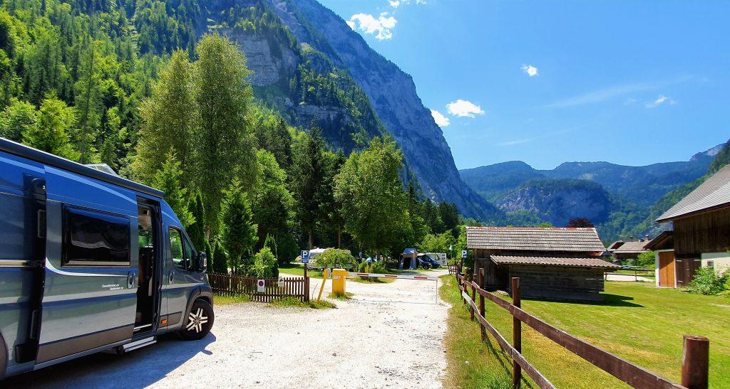 Camping i Hallstatt med utsikt mot alpene